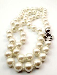 Collar de perlas grandes. (alquiler 6€, préstamo 6 créditos)