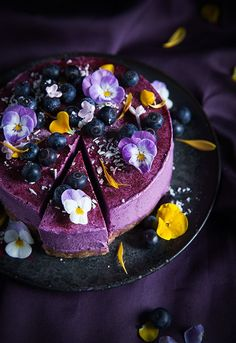 Vegan no bake blueberry lemon cheesecake - a real party cake type treat, especially when decorated as per pic, but healthy and totally delicious - click on pic for even more lovely cheesecake recipes