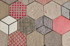 El estudio canadiense Dear Human, formado por Jasna Sokolovic y Noel O'Connell, ha desarrollado un nuevo papel de pared en 3D, realizado a base de papel reciclado moldeado y partes cerámicas. Más proyectos de Dear Human en diarioDESIGN. Este nuevo recubrimiento estético que consigue a la vez mantener el aislamiento acústico y decorar de manera [...] House Inside, Acoustic Panels, Creative People, New Tricks, Cool Patterns, 3 D, Milk, Texture, Cool Stuff