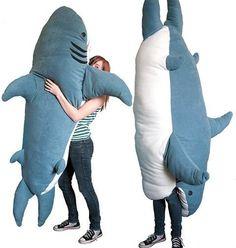 「サメに食われる寝袋」がめちゃくちゃかわいい - Togetterまとめ