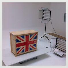 Etat Brut : Armoire commode Union Jack Etat Brut Le tuto : http://www.etat-brut.com/conseils-et-astuces/tutoriel-n-2-un-meuble-union-jack-effet-vintage.html