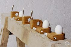 Egg cup OTTO of oiled oak with a white egg spoon made of porcelain Küche Eierbecher OTTO # 1 aus Modern Ceramics, White Ceramics, Egg Holder, Egg Cups, Cup Design, Ceramic Cups, Wood Turning, White Porcelain, Wood Crafts