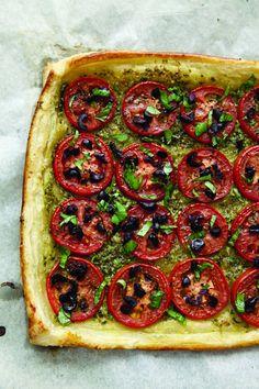 @SavorySweetLife Tomato Pesto Olive Tart in @ThreeManyCooks looks scrumptious!