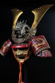 Japanese Samurai Kabuto Helmet -dragon red helmet with a mask- Kabuto Samurai, Samurai Weapons, Samurai Helmet, Samurai Warrior, Japanese Warrior, Japanese Dragon, Japanese Art, Hanya Tattoo, Bushido