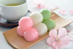 Japanese Dango: How to Eat and Make Traditional Japanese Sweets Japanese Sweets, Japanese Deserts, Japanese Dishes, Japanese Food, Japanese Wagashi, Japanese Recipes, Dango Recipe, Desserts Japonais, Dessert Chef