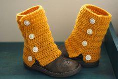 Kuvahaun tulos haulle säärystimet Crochet Scarves, Knit Crochet, Yarn Crafts, Diy Crafts, Boot Toppers, Boot Cuffs, Leg Warmers, Crochet Patterns, Slippers