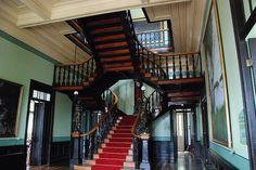 Escadarias do Palácio Rio Negro.