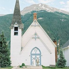 Looking for an intimate mountain church for your wedding? The historic First Congregational Church in Silverton, CO has a soaring steeple and a blue and white door.   Photo: @mikecassimatis  Blog@magnoliarougue