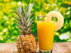 Quemagrasa - Диетические напитки - Женское кредо Una estrategia de pérdida de peso algo inusual que te va a ayudar a obtener un vientre plano en menos de 7 días mientras sigues disfrutando de tu comida favorita Home Remedies, Natural Remedies, Sumo Natural, Pineapple Health Benefits, Yellow Foods, Juicing Benefits, Cough Syrup, Pineapple Juice, Pineapple Detox