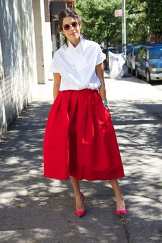 Leandra Medine, aka The Man Repeller, test driving the full skirt :) Street Style New York, Look Street Style, Street Chic, Paris Street, Street Styles, Look Fashion, Daily Fashion, Autumn Fashion, Womens Fashion