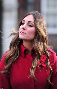 Kate Middleton Photos - Catherine, Duchess of Cambridge prepares to meet staff and volunteers from The Royal British Legion's London Poppy Day Appeal at Kensington Palace on November 2013 in London, England. - Kate Middleton Rides the Poppy Bus in London Kate Middleton Hair, Kate Middleton Photos, Duke And Duchess, Duchess Of Cambridge, Grey Hair Roots, Gray Hair, Duchesse Kate, Royal British Legion, Princesa Kate