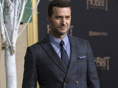 Richard Armitage, star of The Hobbit, North and South, Robin Hood and your sexual fantasies, has narrated a book of love poems and it's about the best thing you'll ever put in your ears. | Richard Armitage Reading Love Poems Will Give You An Eargasm