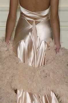 ralph lauren 2005 spring - via: nymphcalypso - Imgend Fashion Details, Love Fashion, High Fashion, Glamorous Chic Life, Looks Chic, Vogue, Beautiful Gowns, Couture Fashion, Dress To Impress