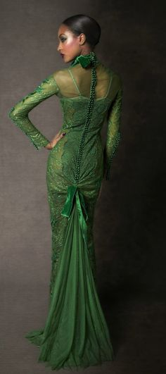 Tom Ford Fall 2011 RTW Emerald Evening Dress media gallery on Coolspotters. See photos, videos, and links of Tom Ford Fall 2011 RTW Emerald Evening Dress. Fashion Week, High Fashion, Womens Fashion, Beautiful Gowns, Beautiful Outfits, Tom Ford Dress, Glamour, Green Fashion, Dress Me Up