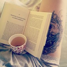 #tattoowolf #goodmorning #book #chill #czechgirl #tattoo