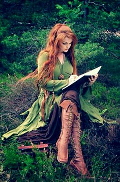z- Marita Tathariel - Elf Writing (Her Clothing Design)