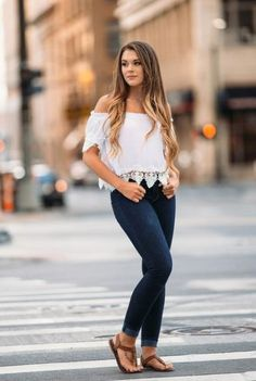 Discover recipes, home ideas, style inspiration and other ideas to try. Senior Portraits Girl, Senior Girl Photography, Senior Girl Poses, Photography Poses Women, Portrait Poses, Portrait Photo, Photography Portraits, Senior Posing, Senior Session