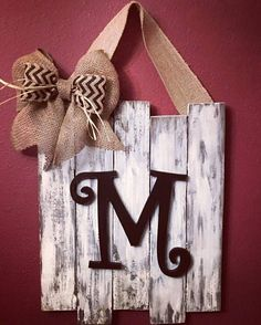 Rectangle/Monogrammed/Door Decor/Staggered/Wedding Gift/Distressed/Rustic/Housewarming/Plaque/Door Hanger/Wooden Sign/Initial/Farmhouse - Handcrafted from pinewood, these signs come stained or distressed, with your choice of block or scr - Diy Home Decor Rustic, Easy Home Decor, Handmade Home Decor, Rustic Crafts, Handmade Design, Rustic Wood Decor, Country Crafts, Wooden Decor, Wooden Diy