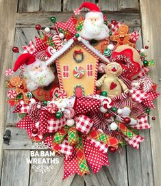 28 Fabulous DIY Christmas Centerpieces that Anyone can Make - The Trending House Diy Christmas Light Decorations, Gingerbread Man Decorations, Gingerbread Christmas Decor, Candy Land Christmas, What Is Christmas, Whimsical Christmas, Christmas Centerpieces, Rustic Christmas, Christmas Crafts