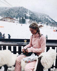 🌺🌙 you give life to what you give energy too. Mode Au Ski, Snowboarding Outfit, Snowboarding Women, Ski Bunnies, Ski Fashion, Sporty Fashion, Fashion Women, Winter Fashion, Ski Girl