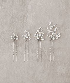 Discover the bridal headpieces with flowers or gemstones that Pronovias has designed for you. Discover the bridal accessories collection here. Hair Jewelry, Wedding Jewelry, Bridal Hair Ornaments, Bridal Comb, Bridal Fascinator, Headpiece Wedding, Wedding Veils, Bridal Headpieces, Boho Wedding