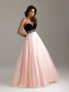 I absolutely love this dress! only problem is that im 5 foot so it would kindda swallow me