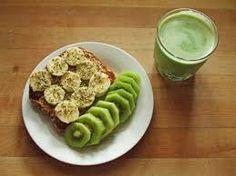 Para cuidar tu figura podes desayunar o merendar una tostada con rodajas de babana y para no tener hambre, luego, puedes sumarle rodajas de kiwi + un smoothie de kiwi. #yum