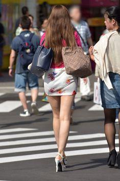 me u's 425 sharing analytics Great Legs, Beautiful Legs, Micro Skirt, Girls In Mini Skirts, Sexy Legs And Heels, Cute Girl Face, Sexy Skirt, Beauty Women, Asian