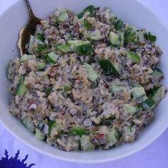 Wilde rijstsalade met komkommer