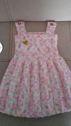 Pile skirt made easy gilet recipe. 2 3 Jahre alt Pile skirt made easy gilet recipe. 2 3 years old - Girls Knitted Dress, Knit Baby Dress, Knitted Baby Clothes, Crochet Girls, Crochet Baby, Kids Knitting Patterns, Knitting For Kids, Baby Patterns, Crochet Patterns