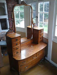 Vintage Furniture for beginners Victorian Furniture, Funky Furniture, Unique Furniture, Home Decor Furniture, Vintage Furniture, Wood Furniture, Home Furnishings, Diy Home Decor, Furniture Design