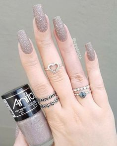 Wedding Nails-A Guide To The Perfect Manicure – NaiLovely Classy Nails, Stylish Nails, Trendy Nails, Classy Nail Designs, Colorful Nail Designs, Nail Paint Shades, Glitter Manicure, Manicure Pedicure, Manicure Ideas
