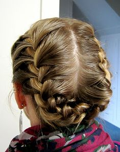 Bye Bye Beehive: Halo Braid great site for all types of hairstyles :)