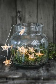 33 Christmas decoration ideas and practical tips for an atmospheric party - Fresh ideas for the interior, decoration and landscape - christmas decoration diy ideas fairy lights moss glass Informations About 33 Weihnachtsdeko Ideen un - Noel Christmas, Christmas Is Coming, Rustic Christmas, All Things Christmas, Winter Christmas, Christmas Lights, Christmas Crafts, Christmas Lunch, Christmas Design