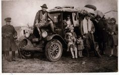 Luisa Rabanal Palma junto a sus hijos, en viaje a Chile Chico el año 1929. A tomar pocesión de la dirección de la escuela N° 3. Durante gobierno del Presidente Carlos Ibañez del Campo