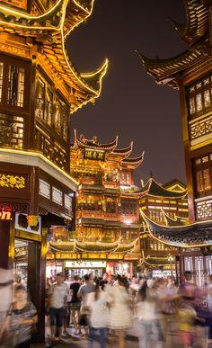 Yuyuan Garden & Bazaar is chockablock with food and souvenir stalls.