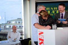 Lars Ohly och Lena Adelsohn Liljeroth kramades när de var med i #Barpol.