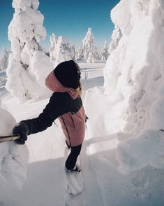Winter in the Adirondacks – Enjoy the Great Outdoors! Ski Et Snowboard, Snowboard Girl, Snowboarding Gear, Ski Ski, Apres Ski Outfit, Mode Au Ski, Ski Season, Burton Snowboards, Winter Pictures