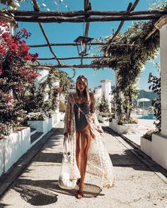 Leonie Hanne - Two days in Ravello at the dreamiest 🌺 Anzeige Beach Babe, Summer Beach, Vacation Outfits, Summer Outfits, Beach Outfits, Work Outfits, Ohh Couture, Leonie Hanne, Beach Poses