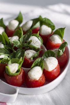 Mini caprese - pomysł na przekąski na imprezę Food Design, Caprese Salad, Food Styling, Grilling, Food And Drink, Appetizers, Lunch, Snacks, Vegetables