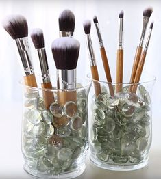 You HAVE to check out these 10 Dollar store hacks! These amazing hack ideas are so genius you will want to run to the Dollar Store and grab a few things to get yourself organized. I love all these makeup organization hacks that use Dollar Store products. Makeup Organizing Hacks, Diy Makeup Storage, Makeup Organization, Makeup Drawer, Bedroom Organization, Diy Storage, Storage Organization, Storage Ideas, Boho Makeup