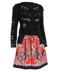 Exquisite Embroidery Pattern T-shirt & Skirt Suit