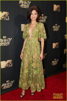 Zendaya Is Gorgeous in Green at MTV Movie & TV Awards 2017