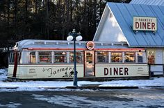 The Farmers Diner - Quechee, Vermont by KaizenVerdant, Vintage Diner, Retro Diner, Vintage Signs, Quechee Vermont, Diner Booth, Diner Restaurant, American Dinner, Drive In Theater, Soda Fountain