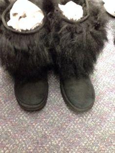 UGG BOOTS MONGOLIAN CUFF FUZZY BLACK SHEEPSKIN SHORT WOMENS SIZE 9