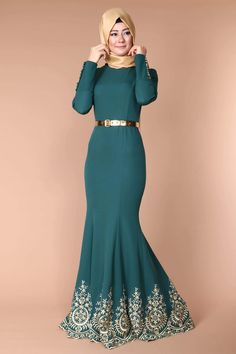 Zümra Kolyeli Abiye Elbise Muslim Wedding Dresses, Muslim Dress, Grad Dresses, Dress Outfits, Muslim Women Fashion, Islamic Fashion, Modest Fashion, Hijab Fashion, Model Baju Hijab