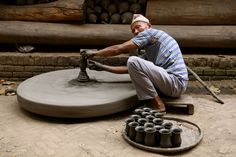 Man making pottery in Nepal Joanna Graham Submitted by Watching these guys at Expo 88 in Brisbane inspired me to keep going with my pottery hobby. What a wonderful life choice. Pottery Tools, Pottery Wheel, Ceramic Clay, Ceramic Pottery, Pottery Kiln, Touch Of Gray, Clay Studio, The Potter's Wheel, Contemporary Ceramics