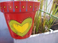 Macetas de GRAN corazon!! Flower Pot Art, Flower Pot Crafts, Clay Pot Crafts, Crafts To Make, Painted Pavers, Painted Clay Pots, Painted Flower Pots, Hand Painted, Terracotta Flower Pots