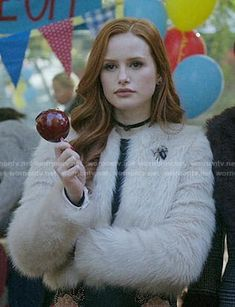 Cheryl's fur jacket and embellished leather skirt on Riverdale Cheryl Blossom Riverdale, Riverdale Cheryl, Riverdale Cw, Blossom Costumes, Cheryl Blossom Aesthetic, Camila Mendes Riverdale, Veronica, Riverdale Fashion, Love My Best Friend