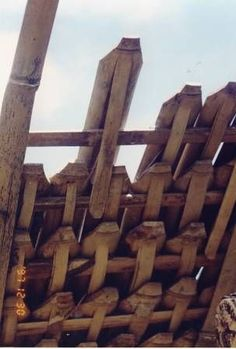 Bamboo Shingles -Bambusa blumeana (B. spinosa) – Bamboo Arts and Crafts Gallery – Anna Bamboo Shingles -Bambusa blumeana (B. spinosa) – Bamboo Arts and Crafts Gallery Bamboo Shingles -Bambusa blumeana (B. spinosa) – Bamboo Arts and Crafts Gallery Bamboo Roof, Bamboo Art, Bamboo Crafts, Bamboo Garden, Bamboo Building, Natural Building, Bamboo Architecture, Architecture Details, Green Metal Roofing